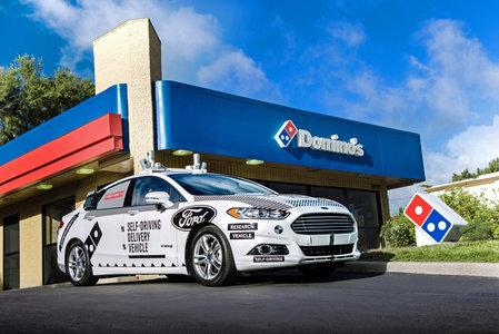 福特团队与Domino的无人驾驶比萨饼交付测试