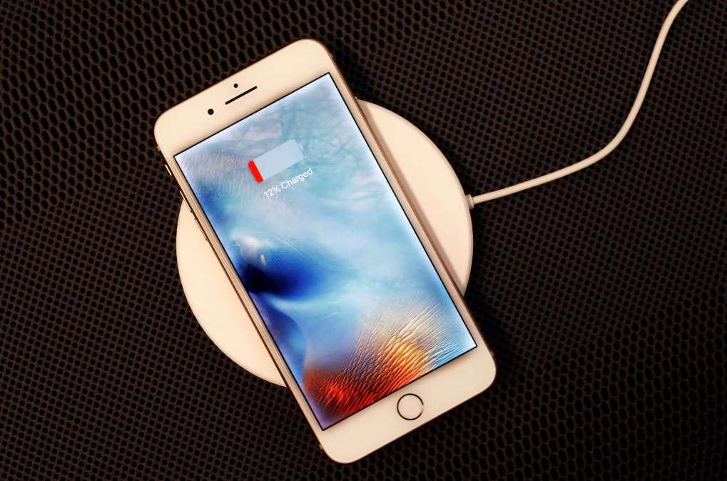 三星手机电池膨胀_一些iPhone 8 Plus拥有者报告电池膨胀